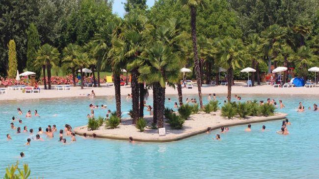 Parco acquatico Cavour, piscine immerse nel verde e aree picnic