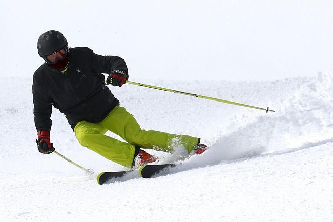 Sciatore sulle piste del Monte Baldo