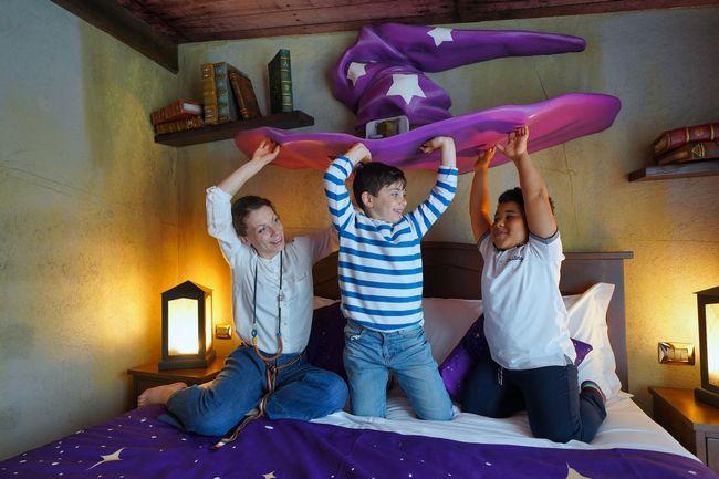 Bambini che giocano nella camera del Gardaland Magic Hotel