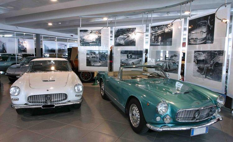 Auto storiche in esposizione al Museo Nicolis a Villafranca di Verona