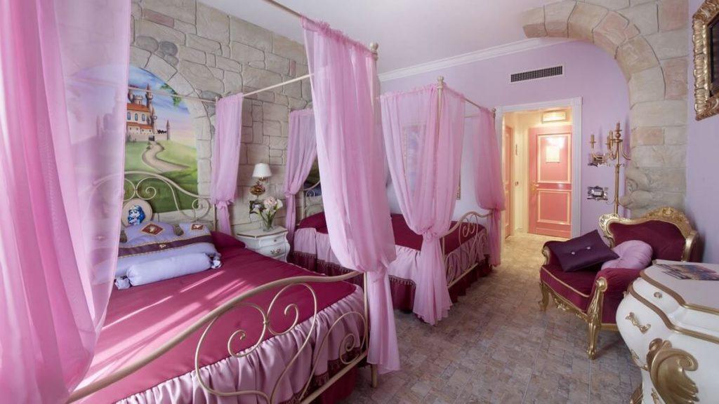 Camera tematizzata Princess Kingdom dell'Hotel di Gardaland